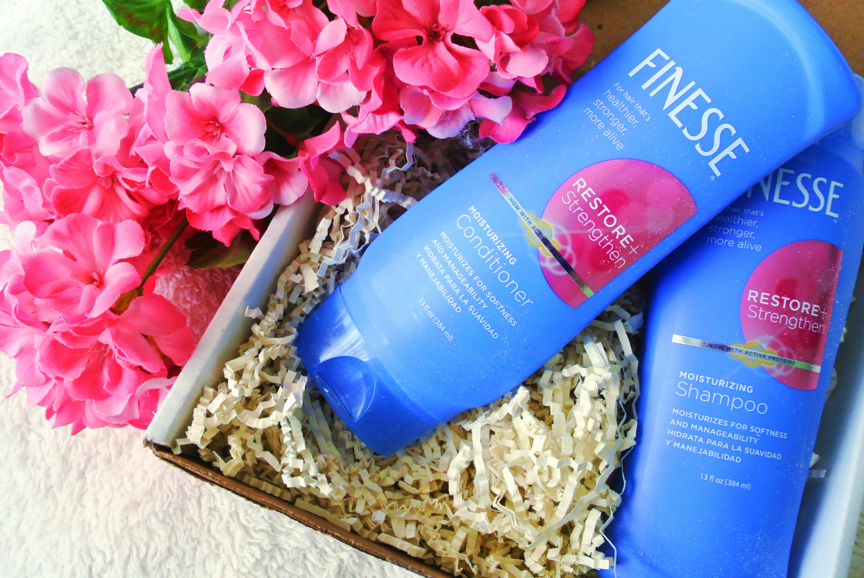 Finesse Haircare Restore + Strengthen Moisturizing Shampoo & Conditioner