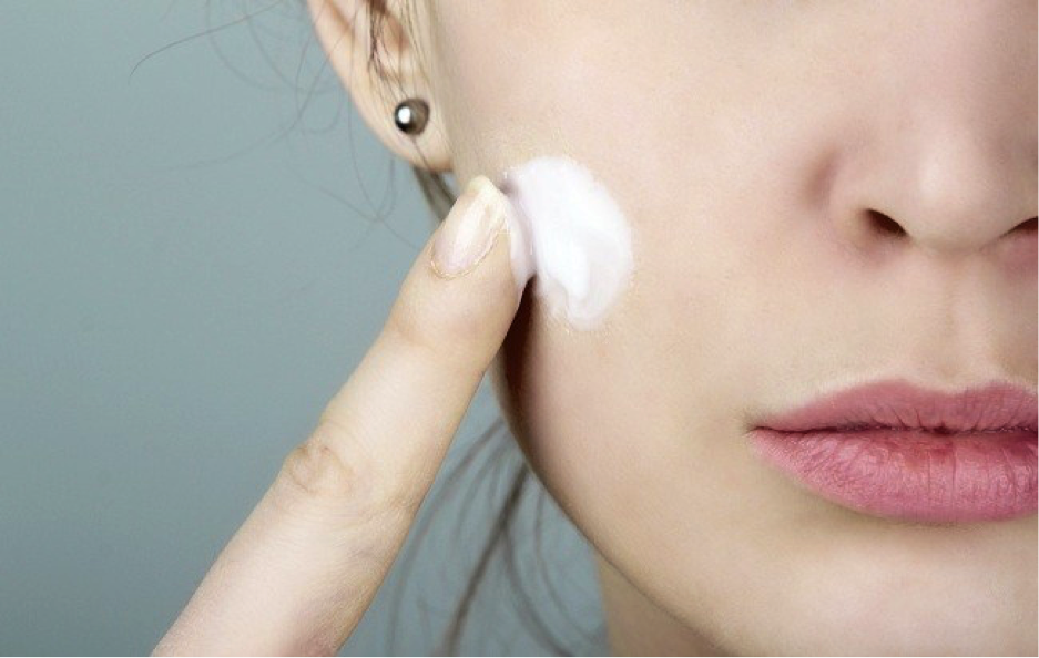 How to Apply Makeup Primers for Dry and Mature Skin